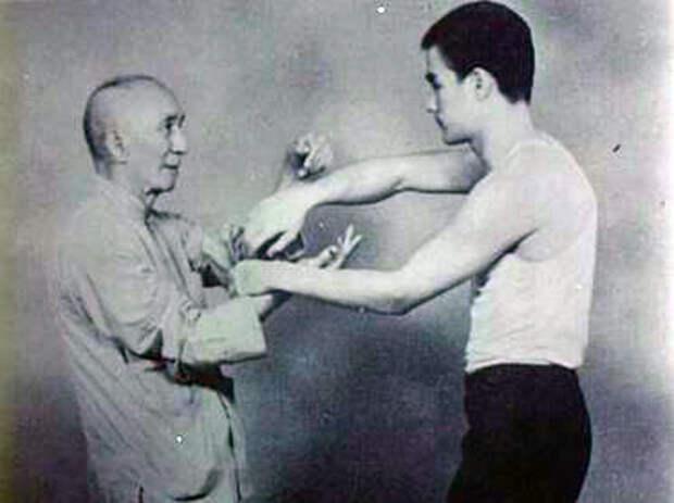 Брюс и его учитель Ип Ман