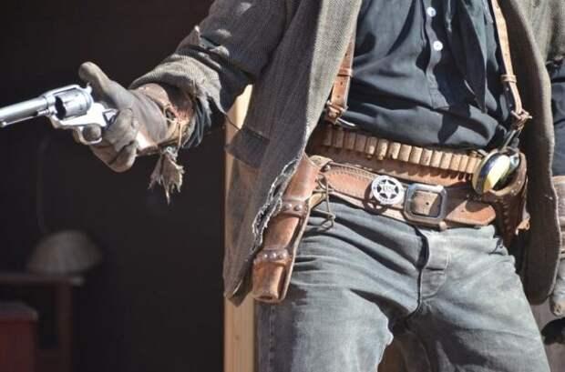 Что давало «неправильное» размещение револьвера в кобуре. Опыт стрелков Дикого Запада