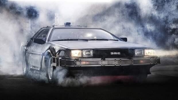 DeLorean DMC-12 абсолютно точно удалось засесть в сердце каждого 12-летнего мальчишки. | Фото: wallpapersafari.com