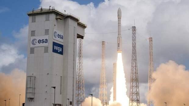 Тяжелая ракета-носитель Ariane-5 вывела на орбиту французский военный спутник