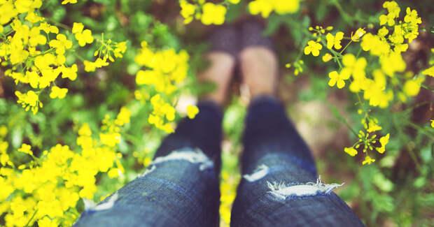Красивые ноги в джинсах