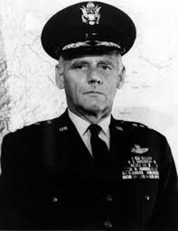 Генерал Люциус Клей, глава американской зоны оккупации в Германии