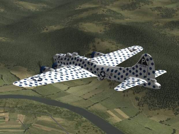 Зачем американцы ярко раскрашивали часть своих самолетов во время Второй мировой?