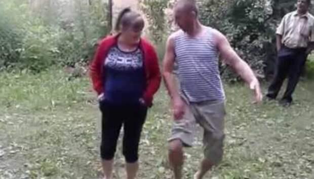 Веселый танец на природе под песню Семена Фролова ''Все бабы как бабы, а моя богиня''