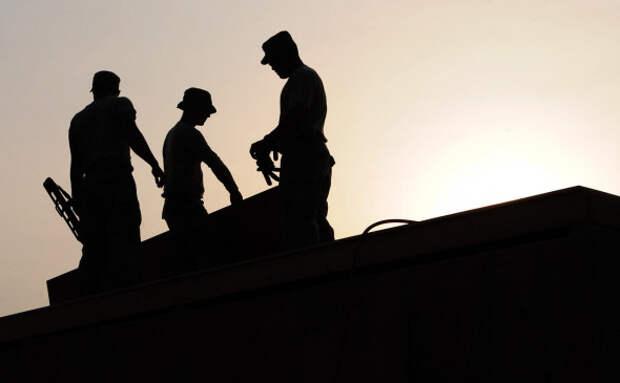 Михаил Хазин: Конверты и откаты: почему строительный сектор в РФ стал самым теневым