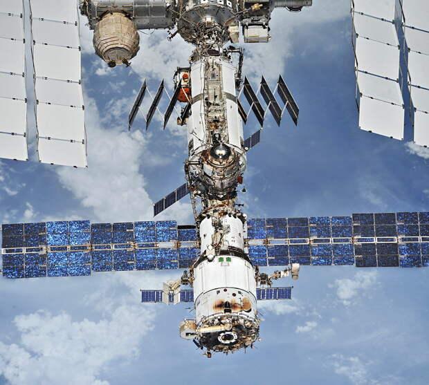 Трещина на МКС: Что опять пошло у нас не так на орбите