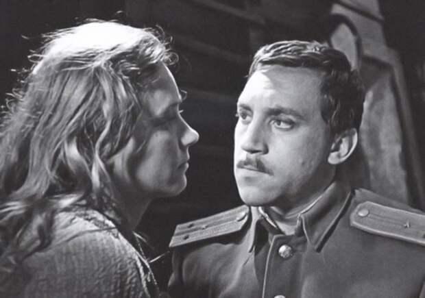 Ия Саввина и Владимир Высоцкий в фильме *Служили два товарища*, 1968   Фото: kino-teatr.ru