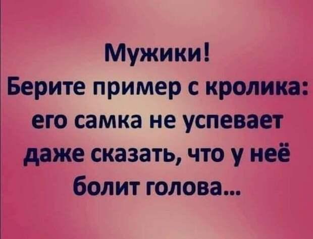 Выходит депутат из Госдумы, и к нему обращается бабулька...