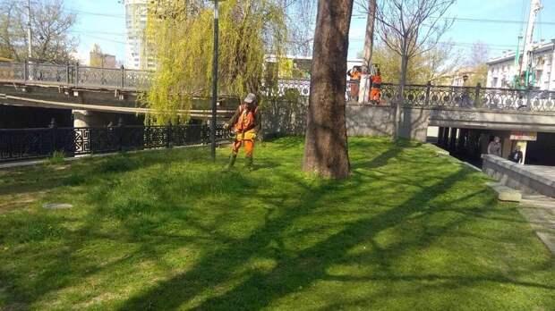 Зелёным насаждениям столицы – постоянный уход