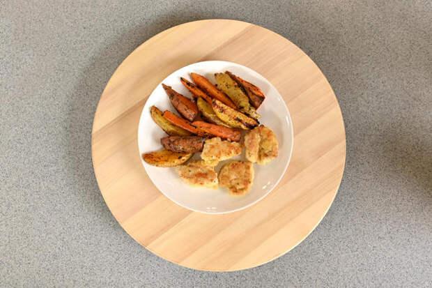 Наггетсы с запеченными овощами готовы!