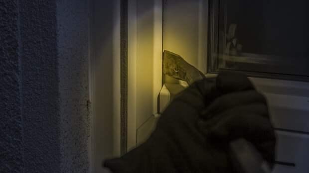 Ночные грабители попытались разорить алкомаркет на севере Петербурга