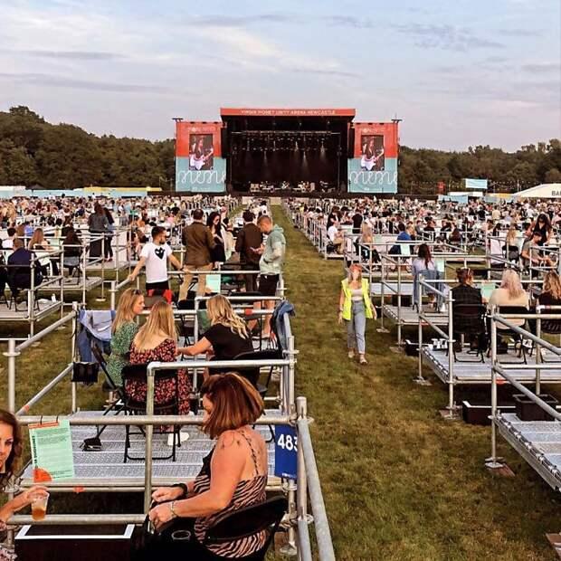7 фото первого фестиваля с социальной дистанцией