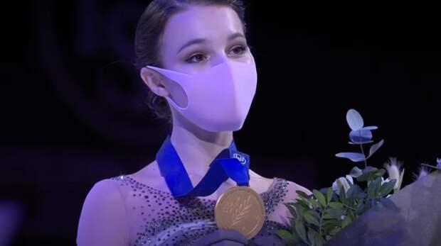 Анна Щербакова лидирует после короткой программы на ЧМ в японской Осаке