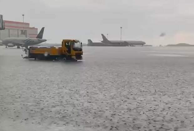 В Москве ливень подтопил аэропорт Шереметьево