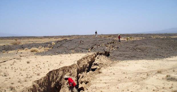 Африка раскалывается пополам: скоро посреди нее будет океан