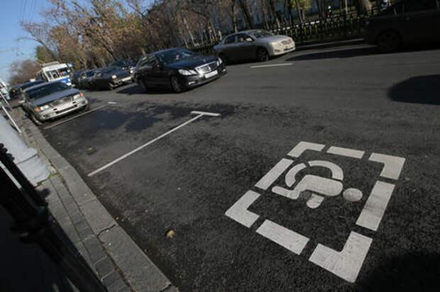 Автомобили инвалидов предлагают пустить на выделенки