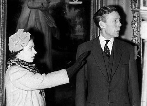 Почему родственник королевы служил советской разведке и ему за это ничего не было?