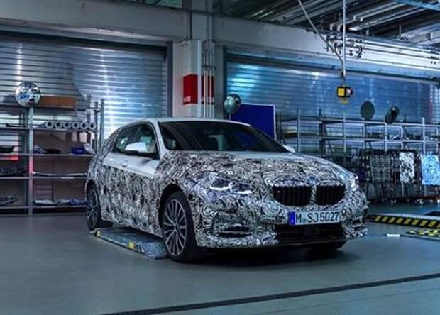 Диоды по кругу и цифровые приборы: новые детали о самом доступном BMW