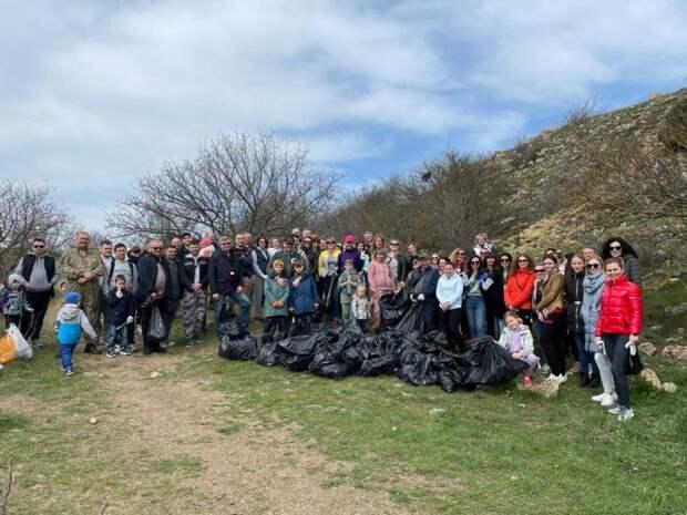 Севастопольцы очистили от мусора порядка 20 общественных пространств