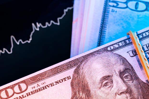 Доллар поднялся выше 78 рублей впервые с апреля