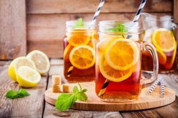 Лимон обязателен. Как приготовить холодный чай для жары