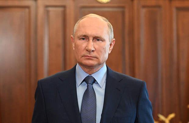 Президент России анонсировал введение единого базового оклада для всех медиков страны
