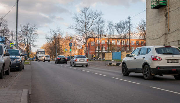 Свыше 15 тыс км подмосковных дорог обработали против обледенения за сутки