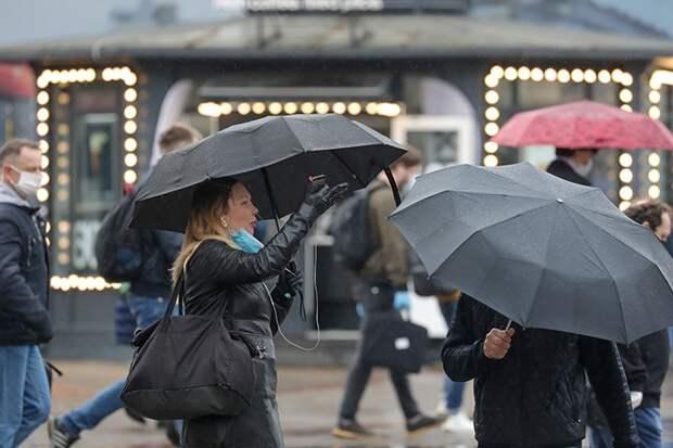 «Ветер и 20 миллиметров осадков»: непогода в Москве продержится до конца 15 июня