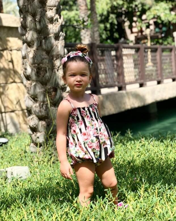 «Красотку вам в ленту»: Ксения Бородина впервые показала лицо младшей дочери