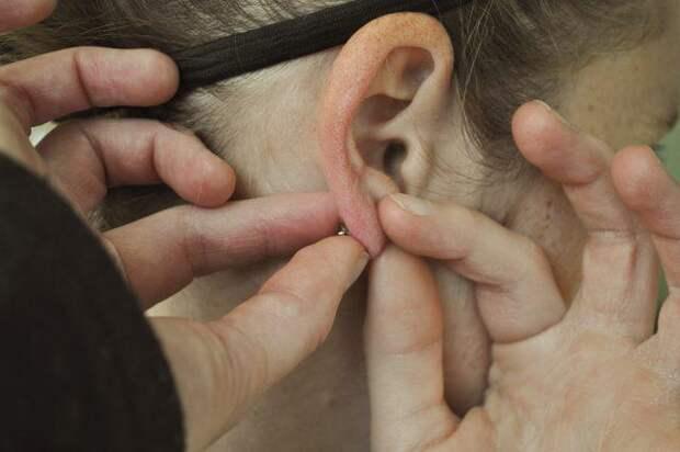Как снимать сережки-гвоздики: рекомендации и советы