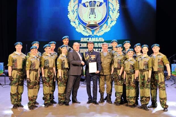 Большую концертную программу подарил Ансамбль песни и пляски Воздушно-десантных войск жителям и гостям Симферополя и Керчи