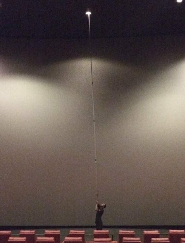 Как поменять лампочку в концертном зале подборка, прикол, теперь вы видели больше, удивительное, юмор