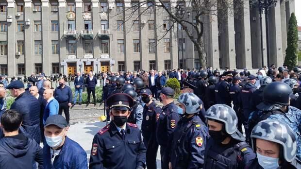 В стране грядут митинги и карантин