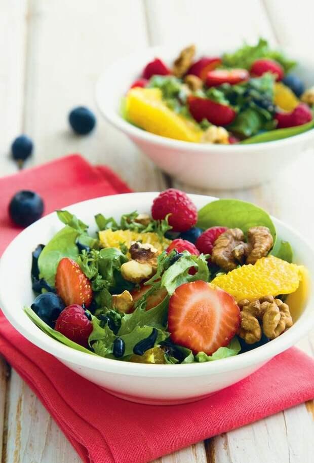 Салат-микс с ягодами