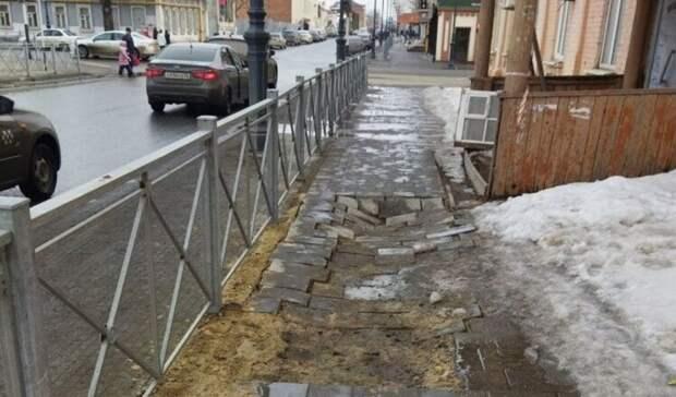 ВБузулуке нацентральной улице «поехала» тротуарная плитка