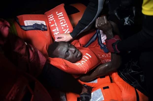 Спасённый мигрант