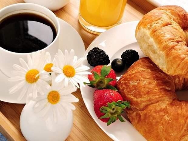 кофе и круассаны