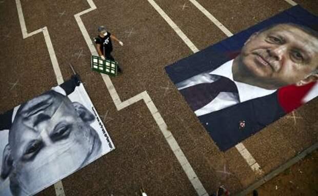 На фото: портреты премьер-министра Израиля Биньямина Нетаньяху и президента Турции Реджепа Тайипа Эрдогана
