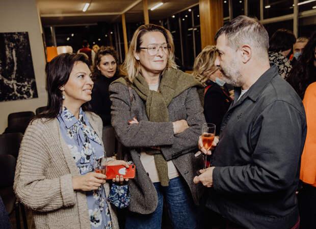 Зара, Ирина Безрукова и другие на литературном чаепитии с Евгением Гришковцом