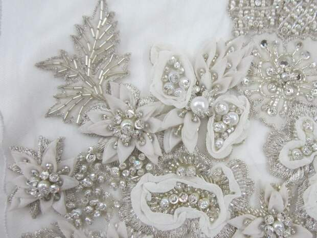 Цветы из ткани в работах дизайнеров и мастеров вышивки, фото № 5