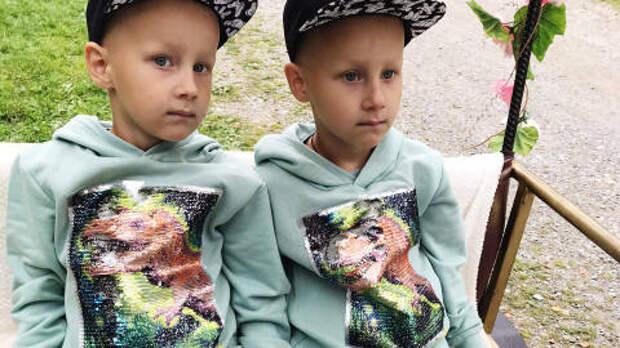 Пятилетним близнецам с аутизмом нужна помощь томичей, чтобы пройти курс реабилитации