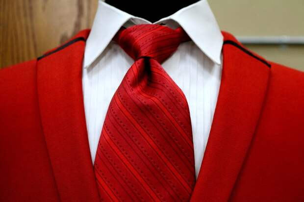 Женский галстук: как и с чем носить?