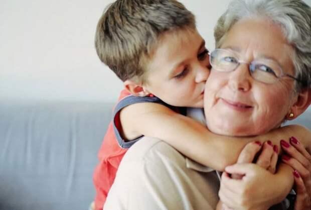 Невестка свекровь не уважает, а та бежит к ней по первому свистку – лишь бы не лишили общения с внук