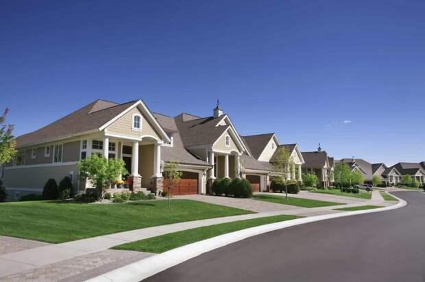 В своем доме или на собственном участке владелец может делать далеко не все, что ему хочется / Фото: oir.mobi