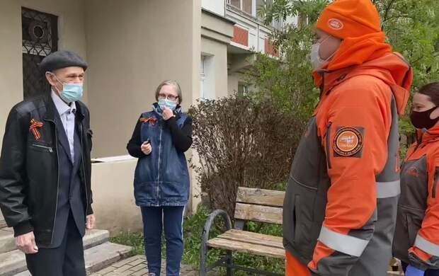 """Координатор отряда """"ЛизаАлерт"""" Леонов поздравил с Днем Победы ветерана, которому волонтеры в прошлом году спасли жизнь"""