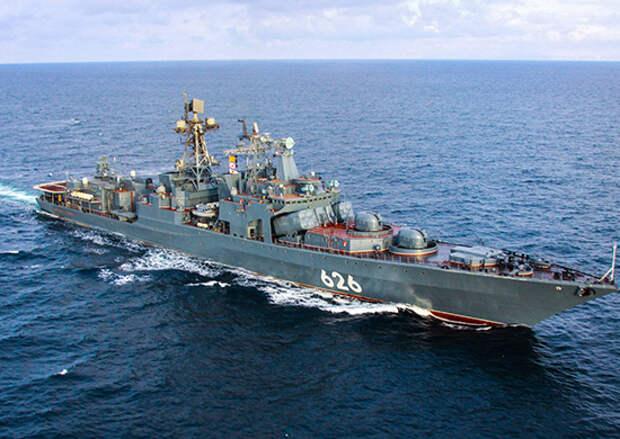 Большой противолодочный корабль «Вице-адмирал Кулаков» отработал учебную торпедную стрельбу по подводной лодке