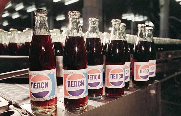 Как получилось, что Советский Союз обменял военные корабли на Pepsi