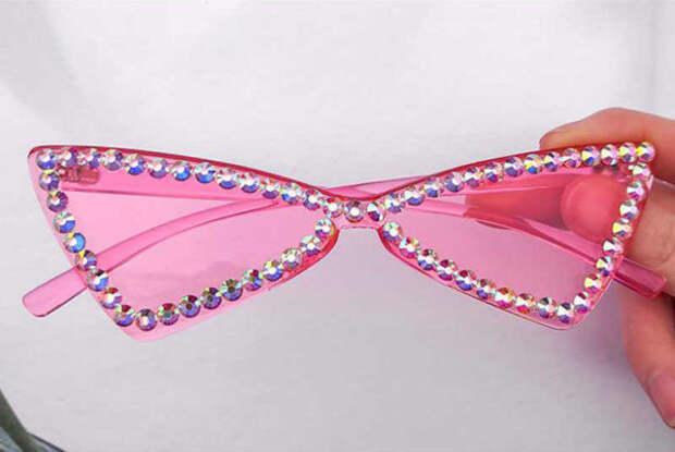 розовые очки со стразами