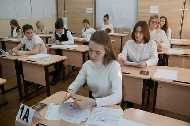 Кубанские одиннадцатиклассники сдают ЕГЭ по русскому языку