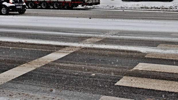 Автоэксперт Канаев посоветовал сменить стиль вождения в осенне-зимний период